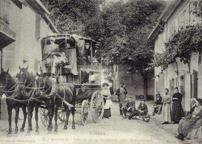 Carte-Postale-Saint-Denis-Depart_de_la_diligence_pour_carcassonne